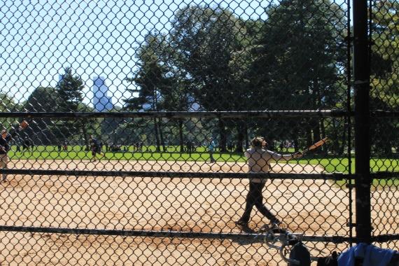 Les retraités au basebaall / Retired men playing baseball