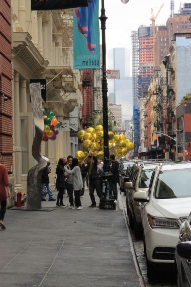 Ballons to promote an art gallery - Des ballons pour promouvoir une galerie